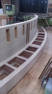 Rベンチ木部 背もたれと座面をつけて完成